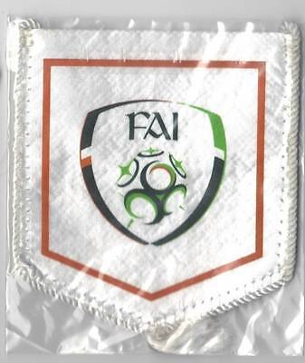 REPUBLIC OF IRELAND FOOTBALL SOCCER FEDERATION MINI PENNANT NEW SEALED EURO 2016