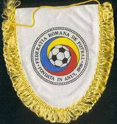 ROMANIA FOOTBALL FEDERATION WORLD CUP' 98 FRANCE OLD LOGO SMALL PENNANT